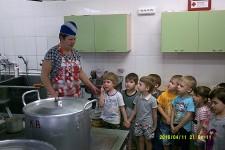 Экскурсия на кухню детского сада